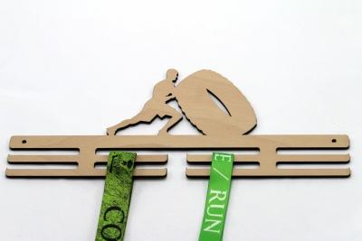 Dřevěný věšák na medaile - pneu